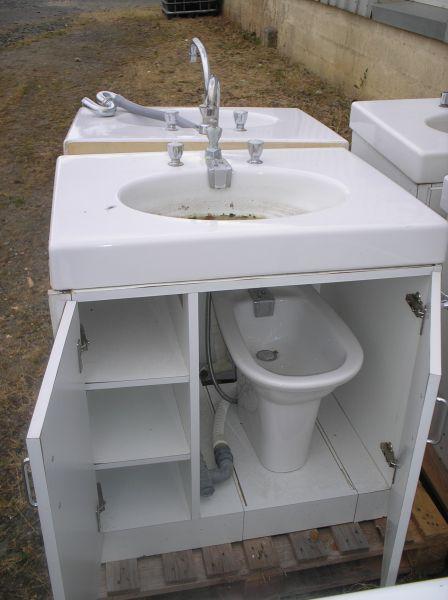 Meubles d occasions vitrine de la ressourcerie for Vitrine salle de bain